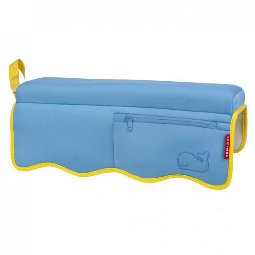 وسادة حمام للرضع سكيب هوب موبي مطبوع عليها باللون الأزرق